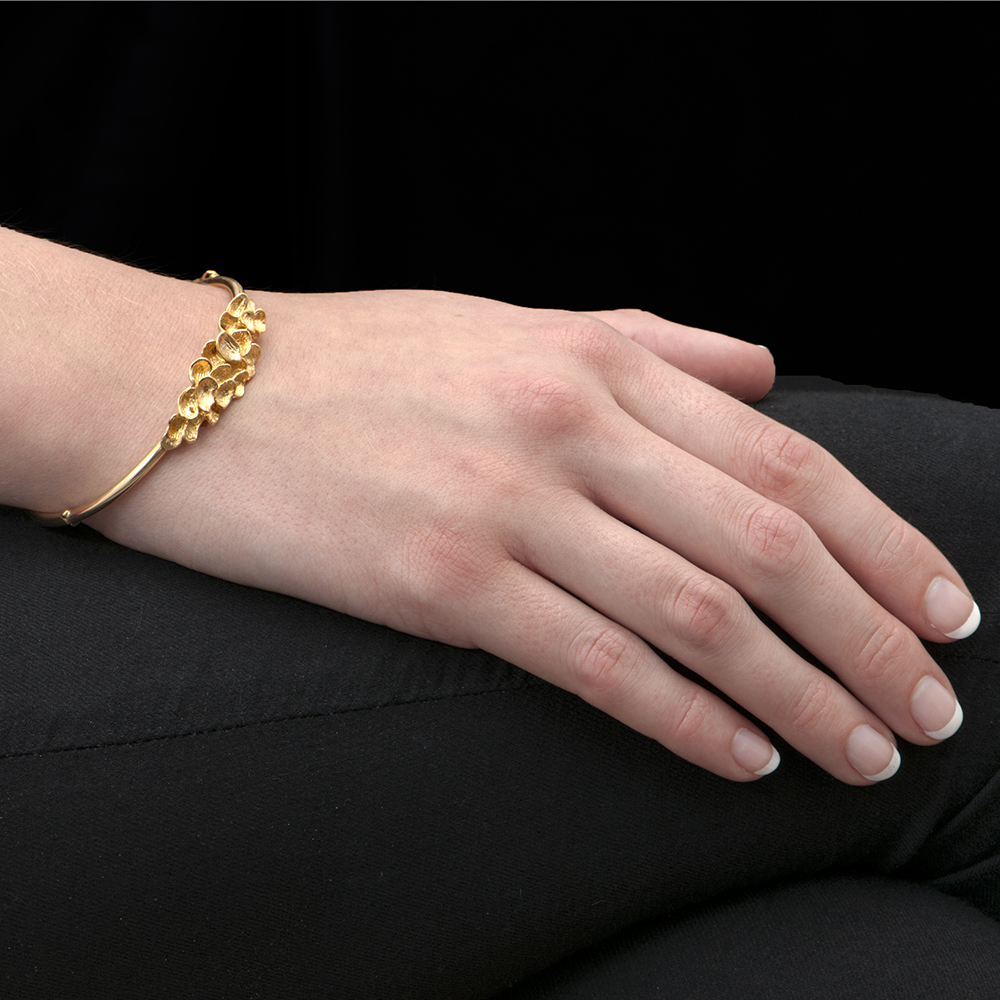 London Road Jewellery Exclusive Falling Leaves Gold Bangle gnipYKt