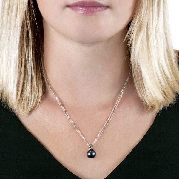 White gold grey cultured pearl pendant