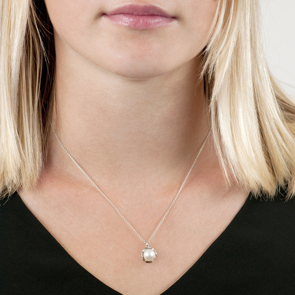Silver cultured freshwater pearl pendant