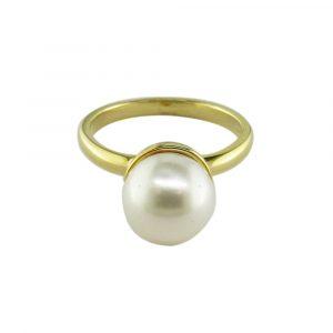 White freshwater pearl ring yellow gold