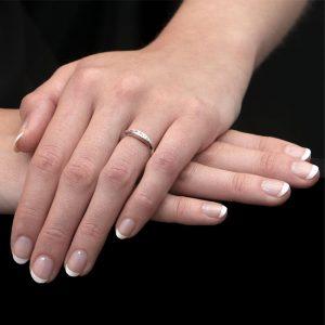 White Gold Diamond Velvet Leaf Single Row Ring