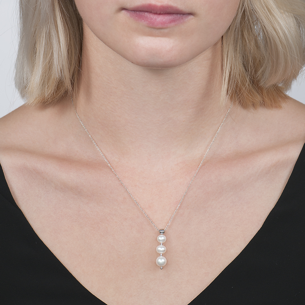 White gold cultured freshwater pearl pendant