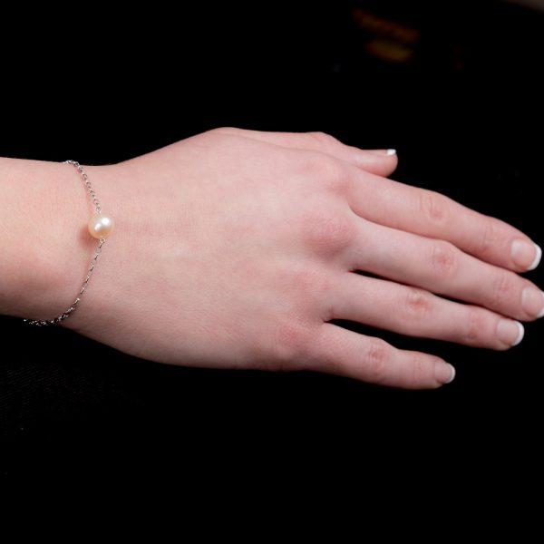 White gold pearl bracelet